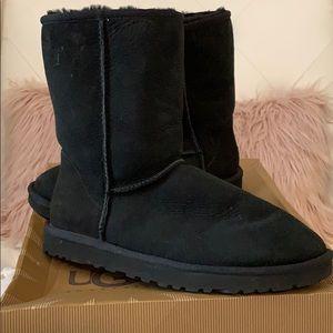 EUC UGG Australia W Classic Short Boots Black 9